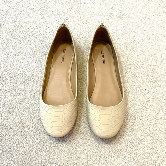 Call it Spring beige flats